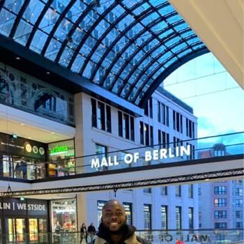 mayor40692_Berlin_Single_Male